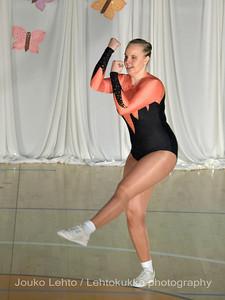 Nokian Pyryn voimistelujaoston kevätnäytös 23.5.2010 - Nokian Pyry Gymnastics section springshow  23. May 2010. Photo 050 .: Anni Hakala, KA 4lk Svoli naiset