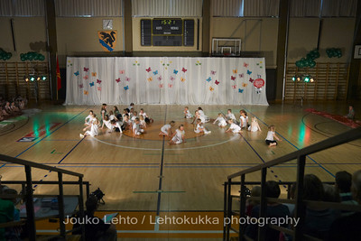 "Nokian Pyryn voimistelujaoston kevätnäytös 23.5.2010 - Nokian Pyry Gymnastics section springshow  23. May 2010. Photo 074 .: 5-6v Jumppakoulu ""Luurankopolkka"" - 5-6 y Gym School ""Skeleton polka"""