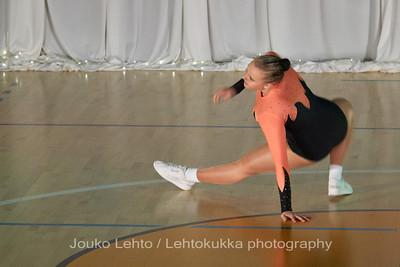 Nokian Pyryn voimistelujaoston kevätnäytös 23.5.2010 - Nokian Pyry Gymnastics section springshow  23. May 2010. Photo 057 .: Anni Hakala, KA 4lk Svoli naiset