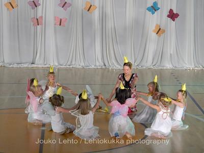 "Nokian Pyryn voimistelujaoston kevätnäytös 23.5.2010 - Nokian Pyry Gymnastics section springshow  23. May 2010. Photo 040 .: 4-5 v Jumppakoulu ""Prinsessoja ja ritareita"" - 4-5 y Gyn school ""Princesses and Knights"""