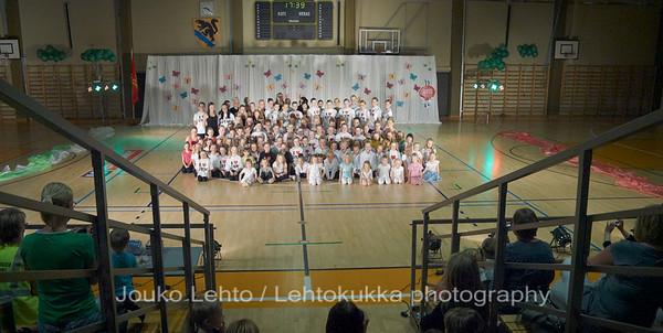Nokian Pyryn voimistelujaoston kevätnäytös 23.5.2010 - Nokian Pyry Gymnastics section springshow  23. May 2010. Photo 598 . The unofficial groupphoto