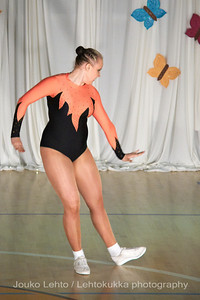 Nokian Pyryn voimistelujaoston kevätnäytös 23.5.2010 - Nokian Pyry Gymnastics section springshow  23. May 2010. Photo 049 .: Anni Hakala, KA 4lk Svoli naiset