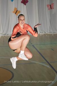 Nokian Pyryn voimistelujaoston kevätnäytös 23.5.2010 - Nokian Pyry Gymnastics section springshow  23. May 2010. Photo 060 .: Anni Hakala, KA 4lk Svoli naiset