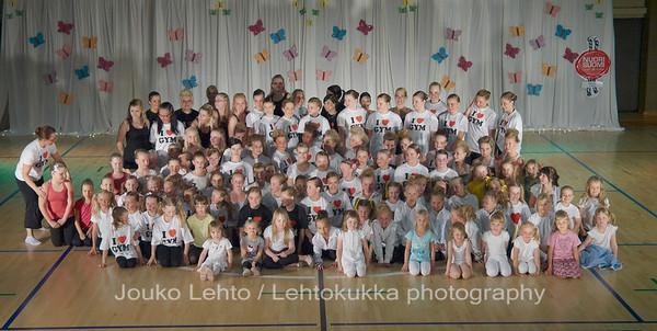 Nokian Pyryn voimistelujaoston kevätnäytös 23.5.2010 - Nokian Pyry Gymnastics section springshow  23. May 2010. Photo 596 . The unofficial groupphoto