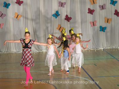 "Nokian Pyryn voimistelujaoston kevätnäytös 23.5.2010 - Nokian Pyry Gymnastics section springshow  23. May 2010. Photo 034 .: 4-5 v Jumppakoulu ""Prinsessoja ja ritareita"" - 4-5 y Gyn school ""Princesses and Knights"""