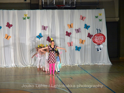 "Nokian Pyryn voimistelujaoston kevätnäytös 23.5.2010 - Nokian Pyry Gymnastics section springshow  23. May 2010. Photo 032 .: 4-5 v Jumppakoulu ""Prinsessoja ja ritareita"" - 4-5 y Gyn school ""Princesses and Knights"""