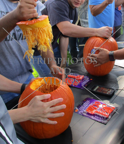 Team building activity through the pumpkin.