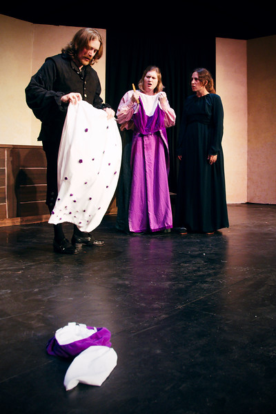 Petruchio: No, no, this dress is nasty.  And look, the sleeves and skirt just come right off. <br /> <br /> Nicholas Oddson, Carrie Nixon Elg, Polly Edwards.