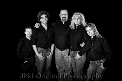 Gary & Dawn with children Michael, Justyn and Amanda B&W