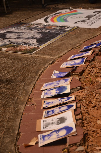 During the event, the photographs of the faces of the people disappeared during the massacre were set out at the foot of the stage.  The victims continued to call for truth, justice and guarantees of non-repetition. <br /> The situation today remains difficult. In recent years they have received threats from a neo-paramilitary group, the 'Rastrojos', and in 2013 a matriarch and member of AFAVIT was murdered. They also call for an end to impunity.