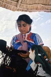 Mexico - Vendedora Ambulante en la Playa - Beach Sales Girl