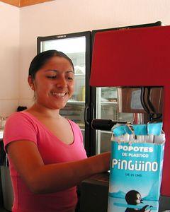 Rebecca -Vendedora de Cafe-Counter Person in Coffee Shop. Isla de Mujeres, Mexico