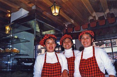 3 hermanas meseras en este restaurante / 3 sisters  all working at this restaurant in Cuzco, Peru.