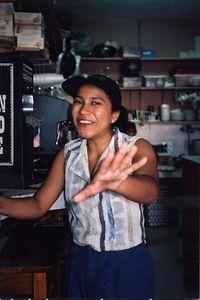 Mexico - Vendedora de Cafe en cafeteria - Coffee Barista