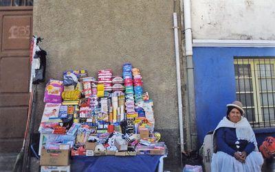 Vendedora de la Calle.Bolivian sales woman. La Paz, Bolivia