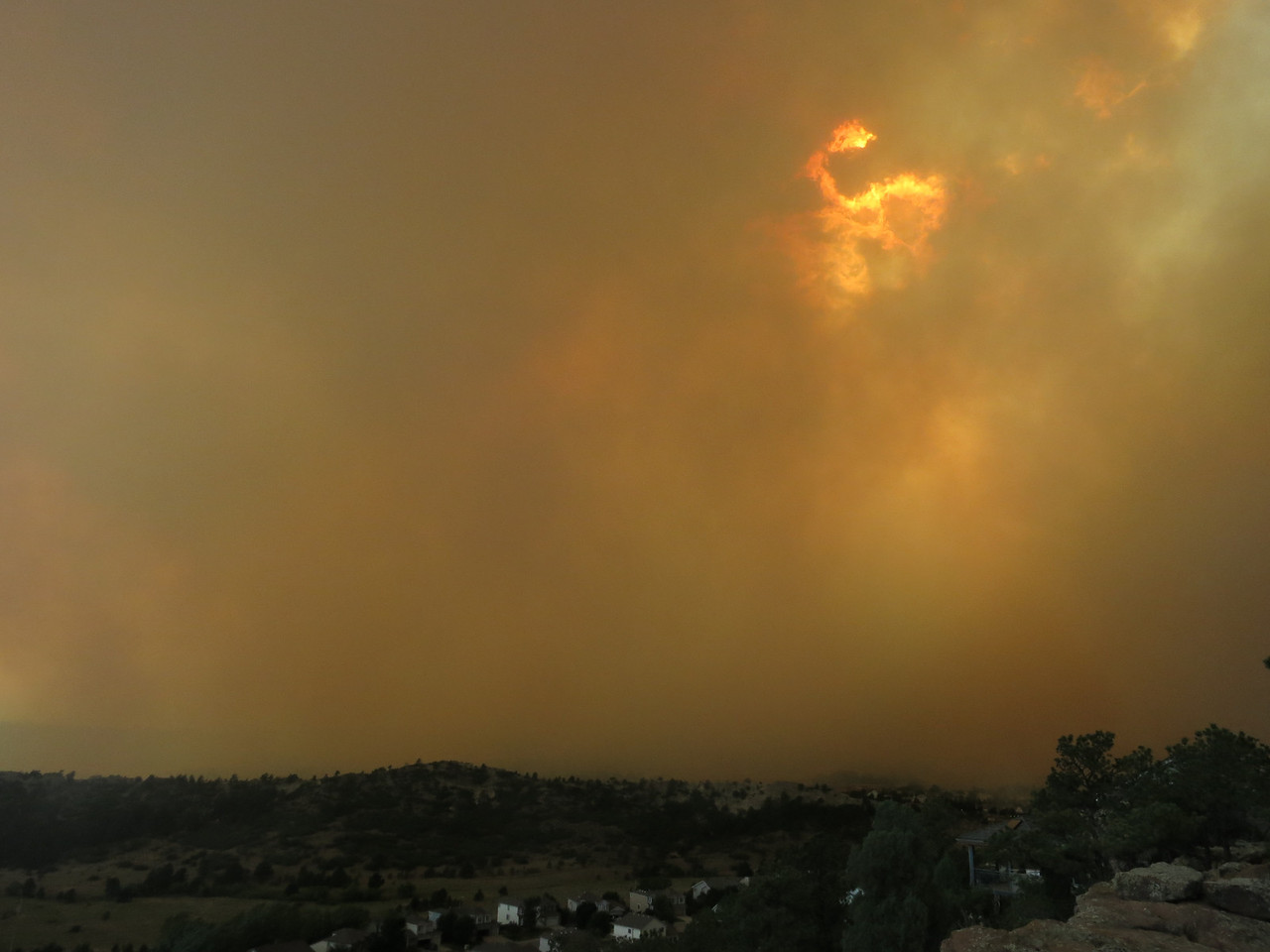 5:10 pm - a shift in the wind is now carrying the smoke to us.