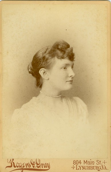 Woman with Beaded Choker (07528)