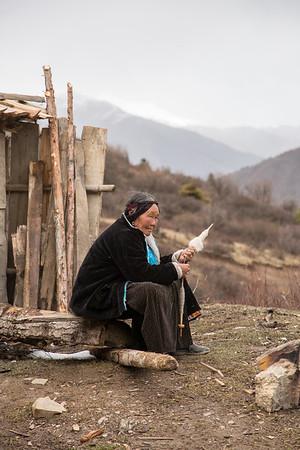 Tibetan wool spinner