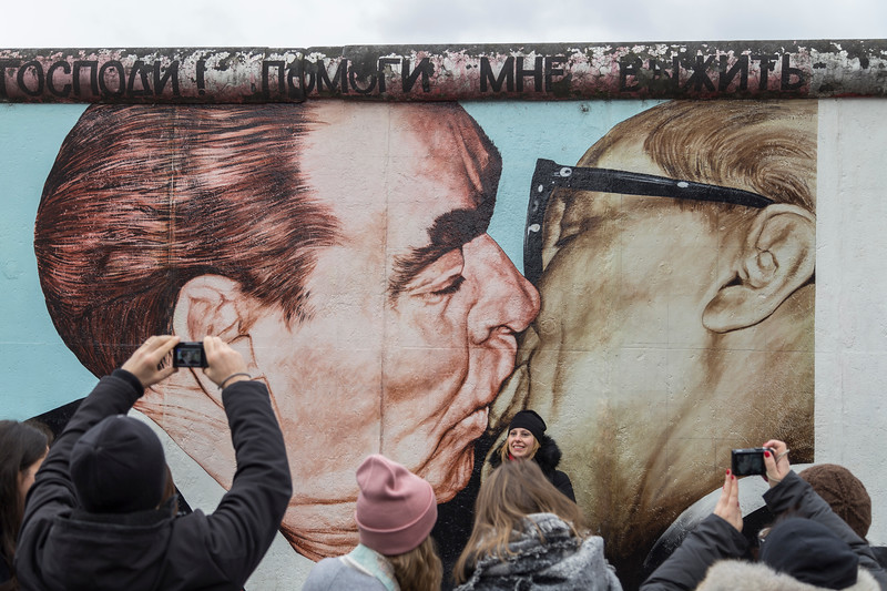 """""""Fraternal Kiss"""" and people at the East Side Gallery in Berlin"""
