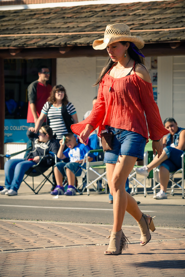 Cowgirl Enjoys the Parada del Sol, Old Towns Scottsdale AZ (14 February 2015)