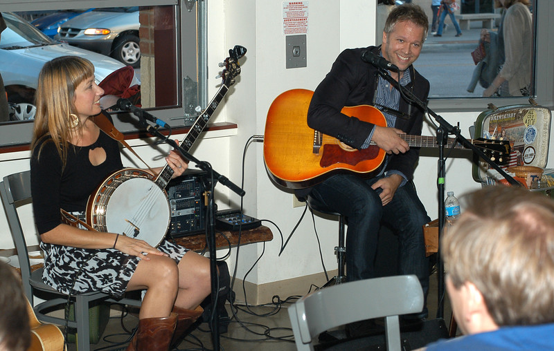 Laurie Caner and Brent Kirby play Tree City Coffee for the Round Town Music Festival