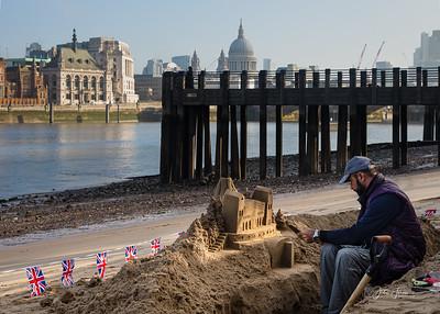 Sand sculptor, Thames