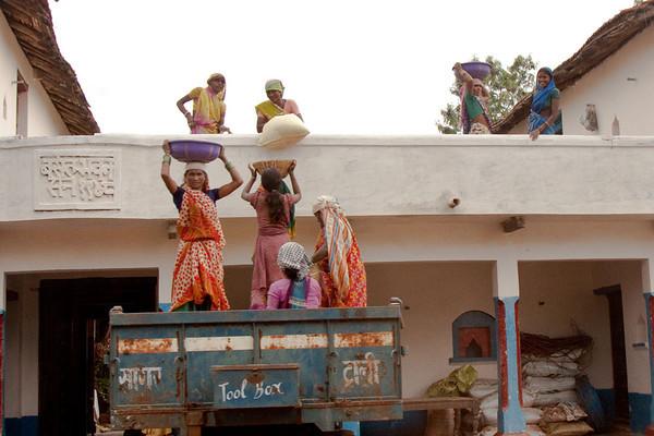 Female building crew, Raipur