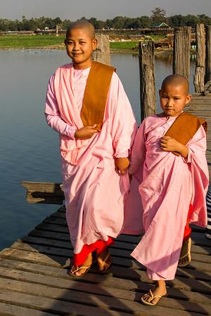 Novice nuns, Myanmar