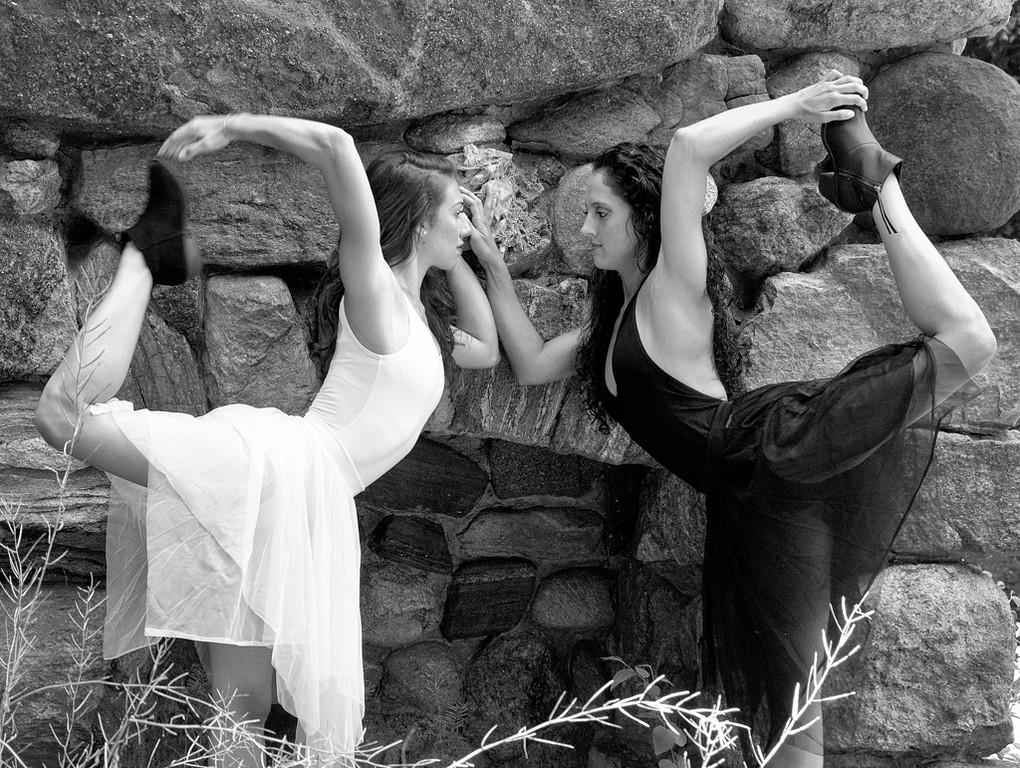 Fashion among the ruins 001