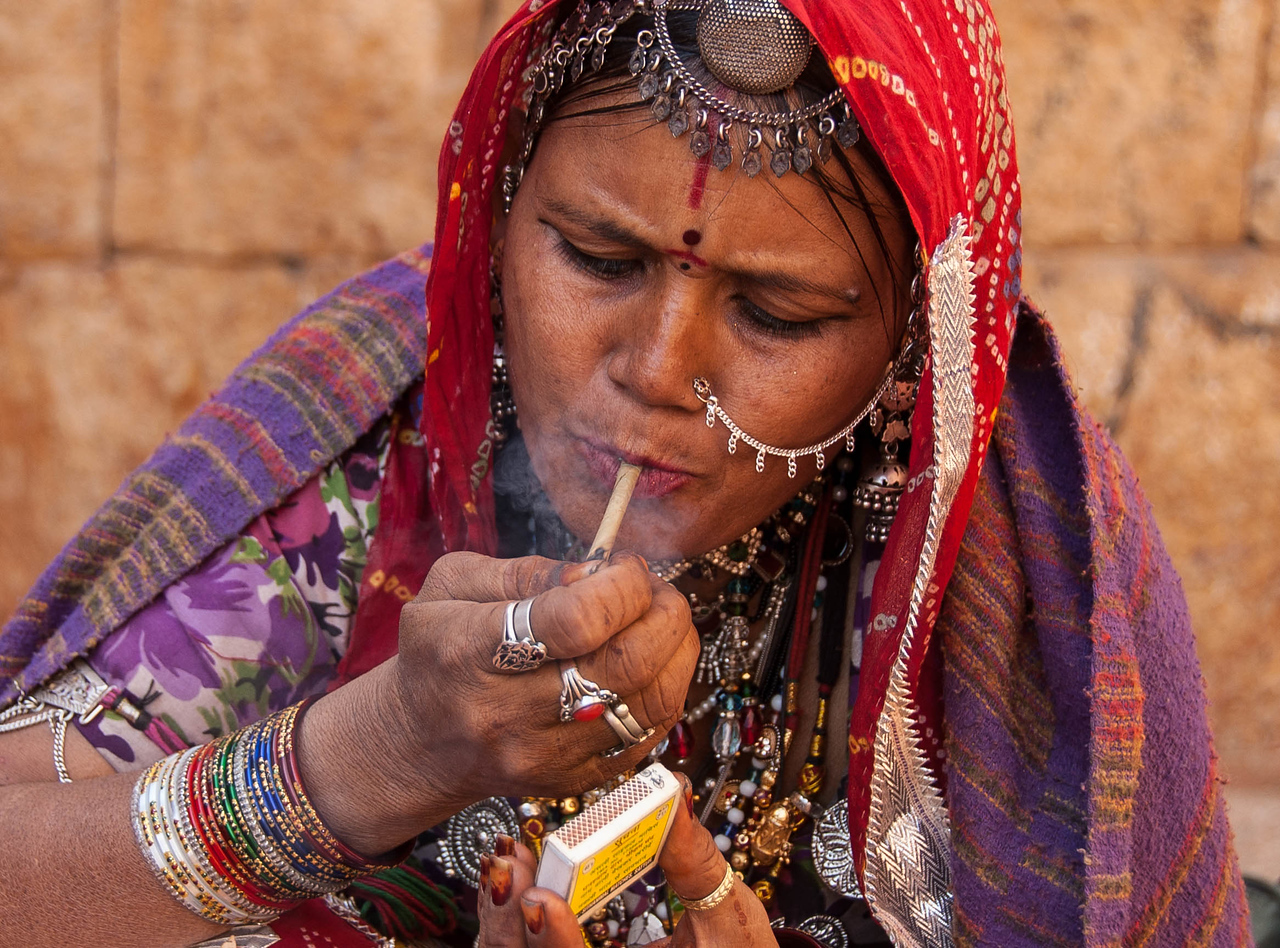 Gypsy selling jewelery in Jaisalmer fort.