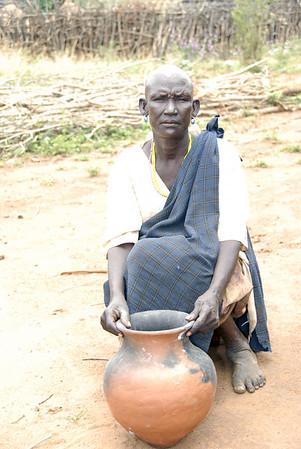 Karamajong Potter, Kidepo, Uganda