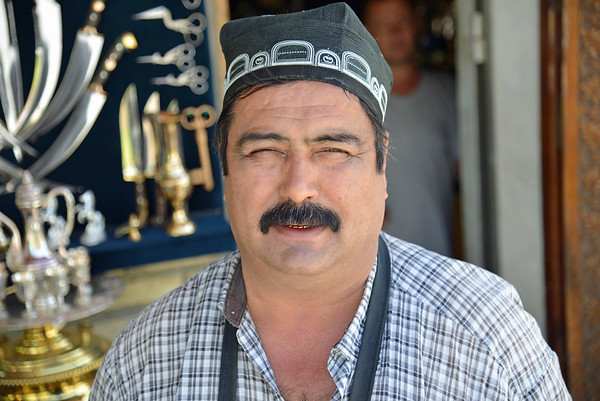 Uzbeki Knife Maker