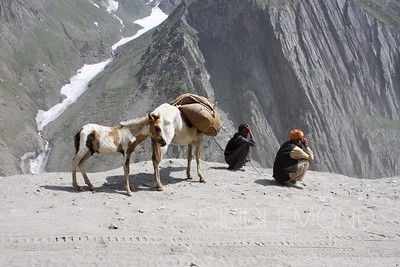 Waiting at the Zoji-La Pass