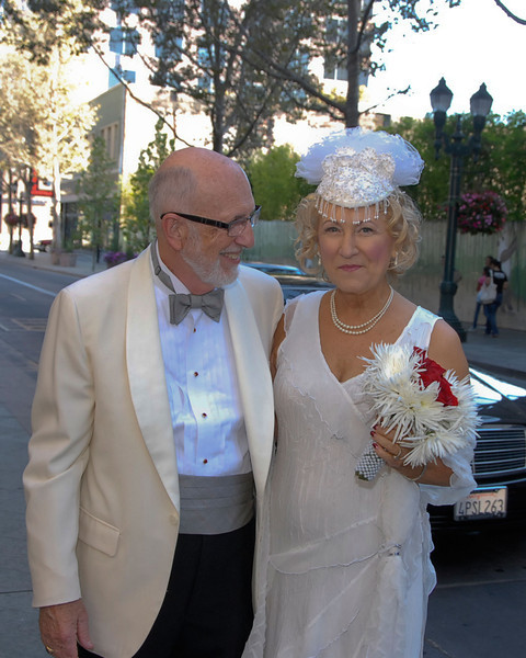 Linda came to the event in a limo, you can see the excitement on thier face as they came into the wedding.