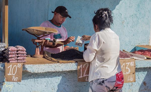 Money Transaction At The Mercado Agropecuario El Rio. Camagüey, Cuba
