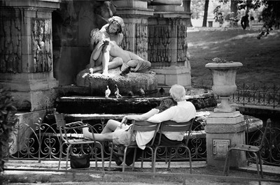 Couple mirroring the Medici Fountain, Jardin du Luxembourg. 1997