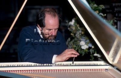 Piano tuner pianostemmer Accordeur