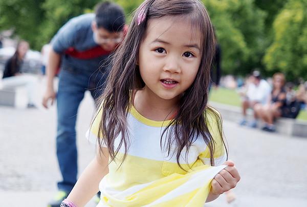 little girl - family photoshoot Berlin Mitte