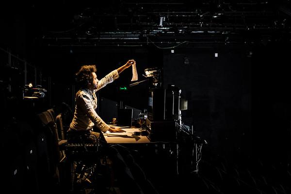 Robin Deacon, <i>White Balance A History of Video</i>, SPILL Festival of Performance 2015, produced by Pacitti Company. Photo: Guido Mencari
