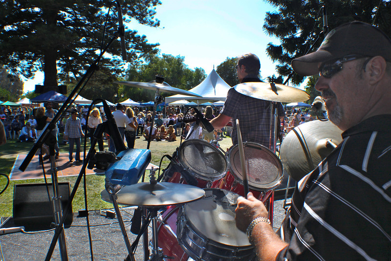 Caught Red Handed returned for their xxx year as main stage band.  A portable dance floor assembled on the Camarillo Ranch House's south lawn accommodated dancers ranging in age from a year old through the upper eighties.