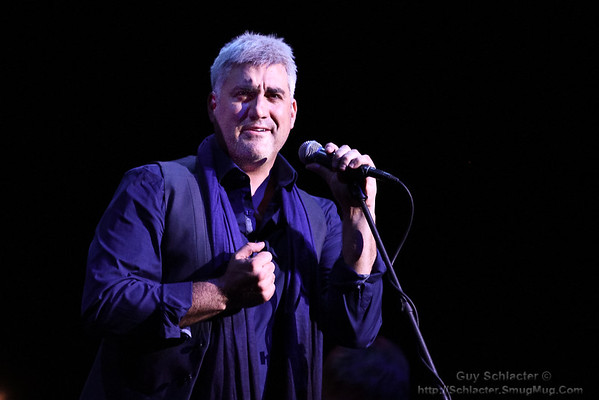 Taylor Hicks 2014 at the Genesee Theatre, Dec 28.