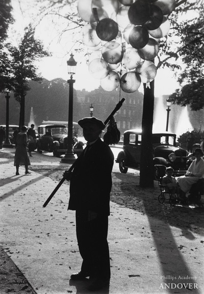 Lucien Aigner, Balloon vendor at Champs-Élysées, Paris, 1930s. Gelatin silver print, 13 3/8 × 91⁄4 in. (34 × 23.5 cm)
