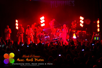 Now on Stage: Here Come the Mummies!!!!!!! (I hate this red lighting guys.)