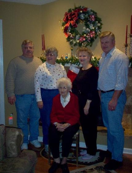 Dad, Auntie Linda, Auntie Darlene, Uncle David<br /> Grandma