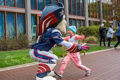 pat patriot hug-3