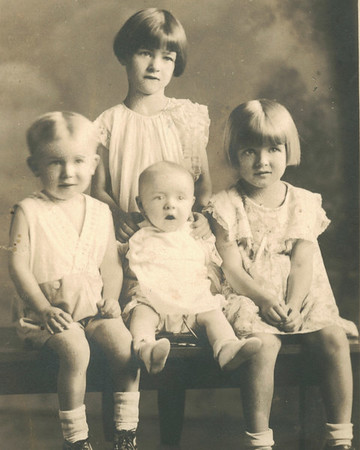 Jeanette, Annie Lee, Hoyt, and Carroll Perdue.  Children of Alton and Bertha Perdue.