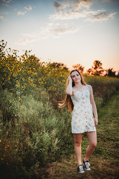 SuzanneFryerPhotography_SammyFinleySeniorPhotos-7669