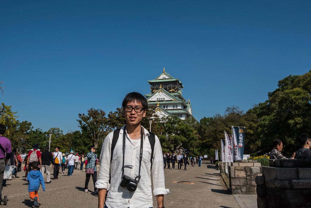 Tomaki in front of the Osaka Castle