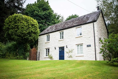 Tintern Abbey Cottage in Tintern, South Wales 09