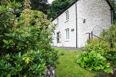 Tintern Abbey Cottage in Tintern, South Wales 10